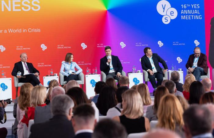 Міністр цифрової трансформаціїМихаил Федороввзяв участь у міжнародному форумі YES
