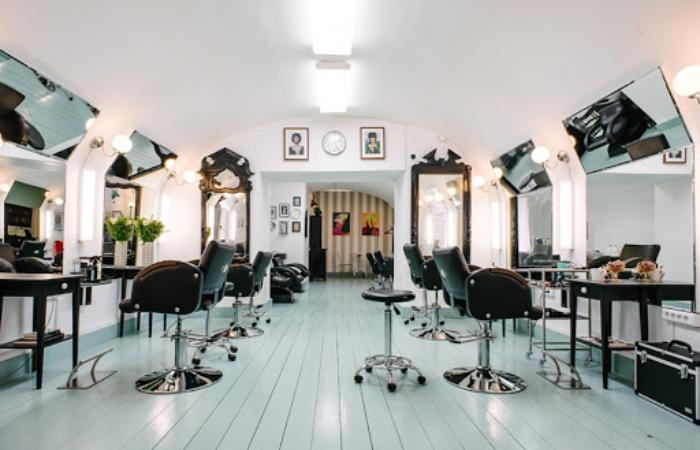 В Киеве заработают парикмахерские и массажные салоны