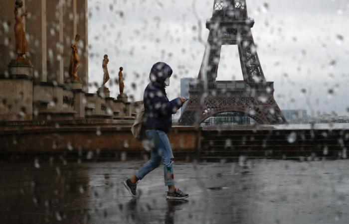 Во Франции передвижение граждан контролируется в добровольном порядке