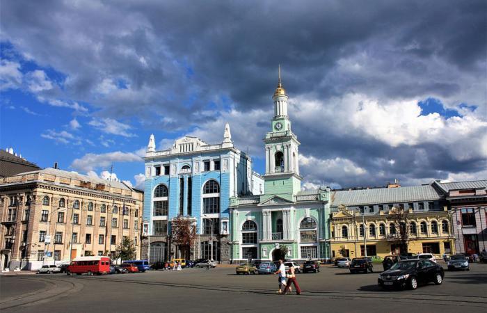 Окружной административный суд Киева отменил пешеходную зону на Контрактовой площади