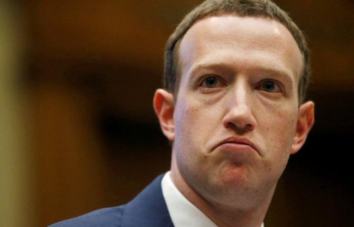 Акції Facebook і Twitter впали