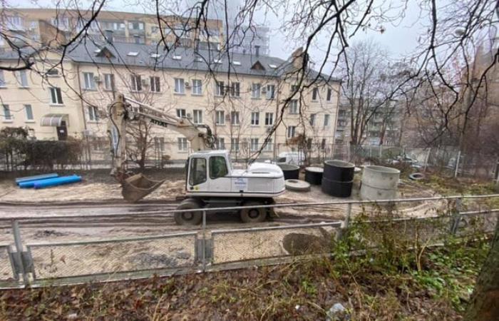 На Кловському узвозі знищили спортивний майданчик під забудову чергової багатоповерхівки