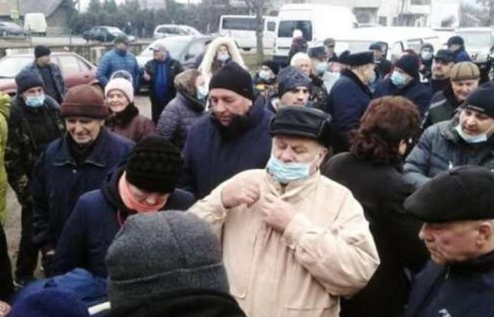Через підвищення ціни на газ мешканці села Мамаївці перекрили міжнародну трасу