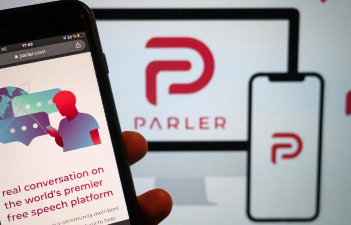 Parler повертається онлайн за допомогою «стійких незалежних технологій»