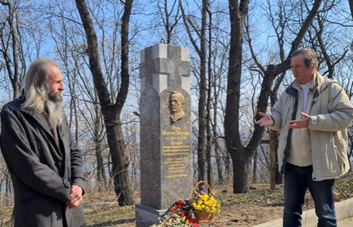 Волонтерам не дозволили встановити пам'ятні знаки героям загиблим під Іловайськом, Дебальцево, Донецького Аєропорта ( Кіборгам)