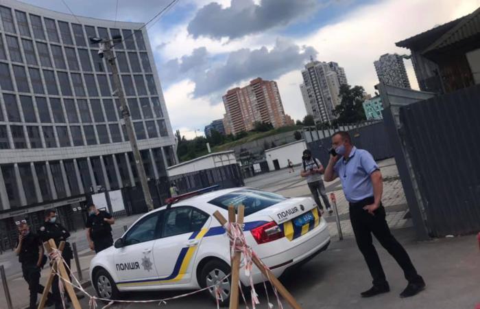 Вадим Новинский ПОЧАВ ЗНИЩУВАТИ Троїцьку площу на НСК Олимпийский, Киев !!!