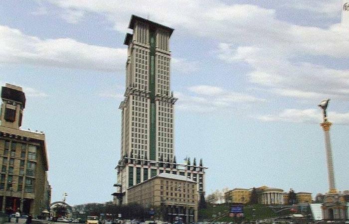 Знову розпочалися торги навколо проекту будівлі на Грушевського 4Б